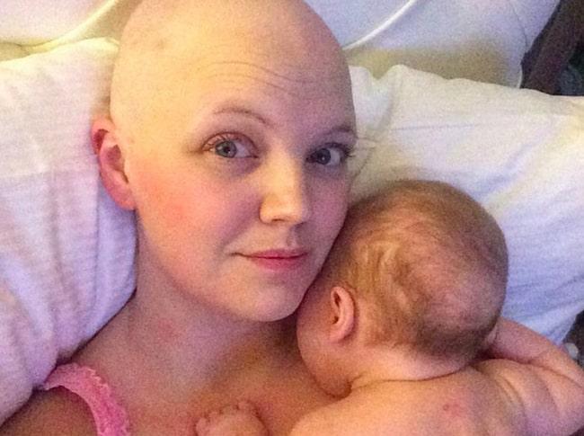 Den första tiden efter Lykkes födsel bodde Jeanine tillsammans med dotterns pappa.