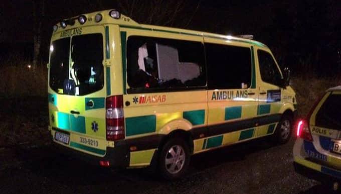 Den vandaliserade ambulansen. Foto: Anders Eriksson.