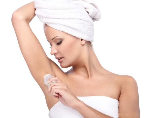 sluta svettas under armarna