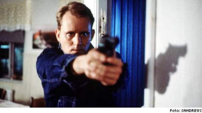 """Stellan Skarsgård i """"Täcknamn Coq Rouge"""" från 1989. Bertil Lundin var verklighetens Carl Hamilton, säger en källa inom underrättelsetjänsten. Han var chef för Sveriges hemliga agenter."""