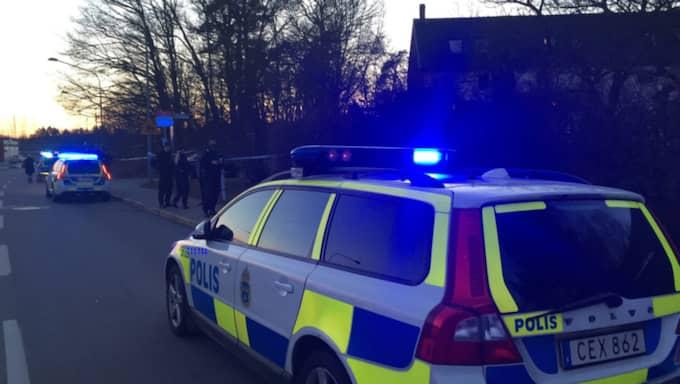 Enligt vittnen ska flera skott ha avlossats. Foto: Filip Johansson
