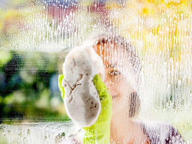 putsa fönster med diskmedel
