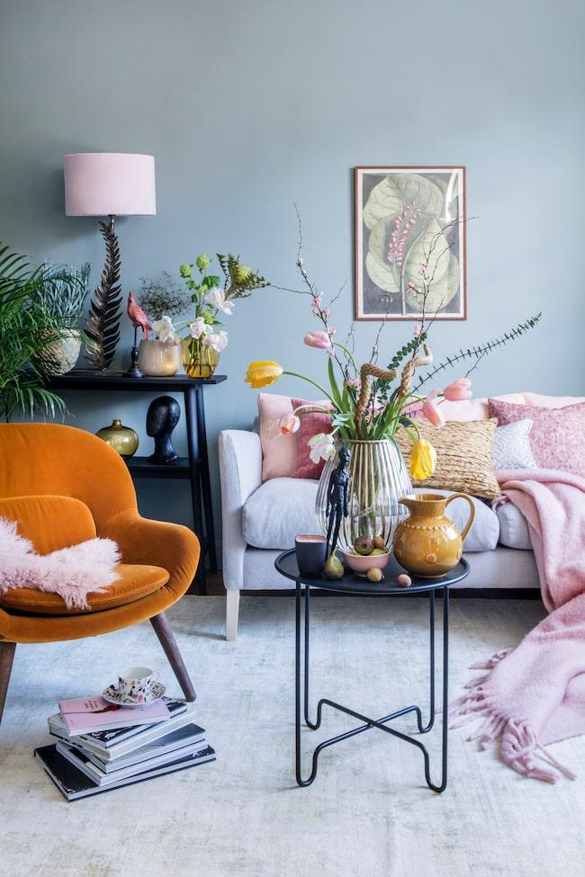 Textilier i ljusa toner är ett bra knep för att skapa vårkänsla i hemmet.