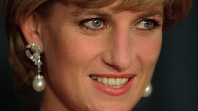 Prinsessan Diana dog efter en krasch år 1997. Hon efterlämnade två barn: Prins William och prins Harry. Foto: MARK LENNIHAN