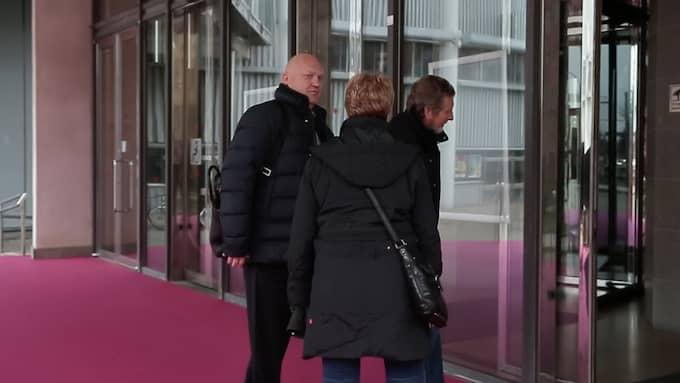 Johan Carlström anländer.