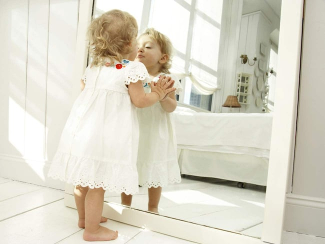 <span>Speglar skapar djup och rymd.<br></span>