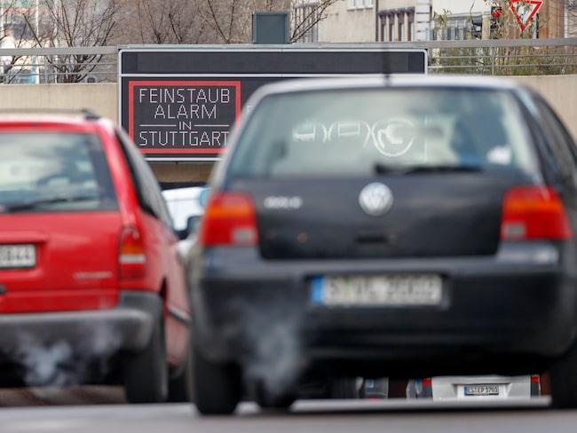 Skylt i Stuttgart som larmar om partiklar i luften. Januari 2019 införs förbud mot äldre dieselbilar i staden.
