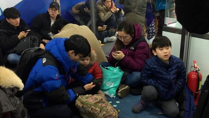 Människor söker skydd. Foto: MAGNUS NYSTRÖM