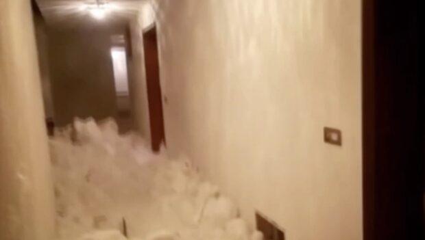 Huset fylldes med snö efter lavinens framfart
