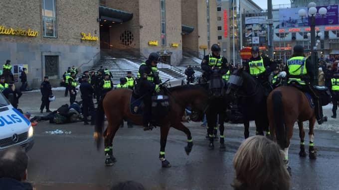 Svenska motståndsrörelsen i demonstration på Medborgarplatsen i Stockholm. Foto: Läsarbild