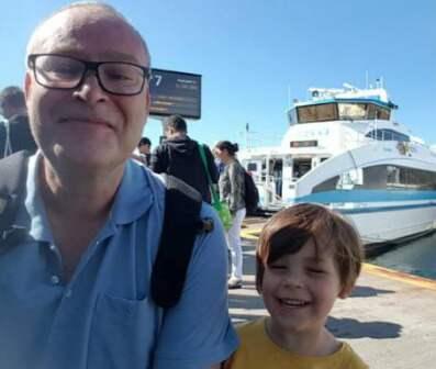 Morfar Mikael Johansson och barnbarnet Keenai fick ett oväntat slut på skattjakten. Foto: Privat