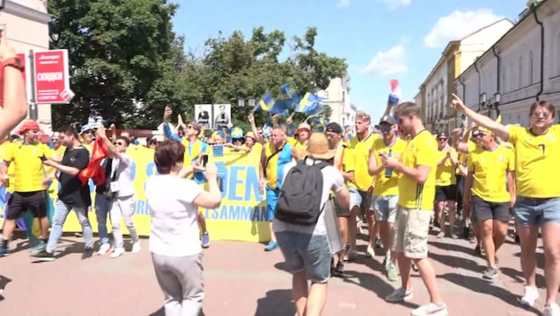 Svenska fansen tågar genom Novgorod