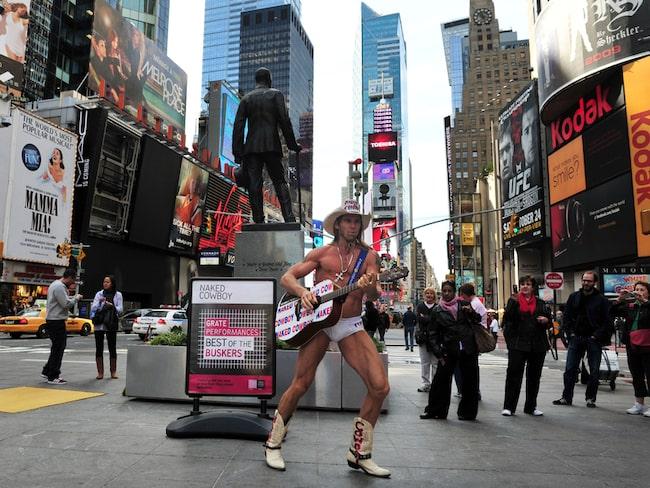 Har ni vägarna förbi Times Square på Manhattan är det inte omöjligt att ni stött på Robert John Burck.