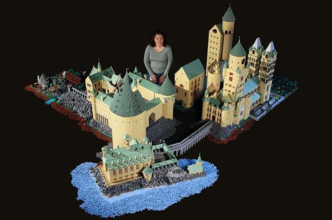 Alice Finch från Seattle har byggt hela Hogwarts från Harry Potter – helt i lego. Och byggnationen är enorm!