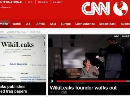 Här lämnar Julian Assange en CNN-intervju efter att ha fått frågor om den misstänkta våldtäkten i Sverige. Foto: CNN
