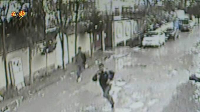 Flykten. Polisens övervakningsfilmer visar hur männen som misstänks ha mördat den svenske radiojournalisten Nils Horner flyr längs olika vägar. Foto: Martin Von Krogh/Expressen