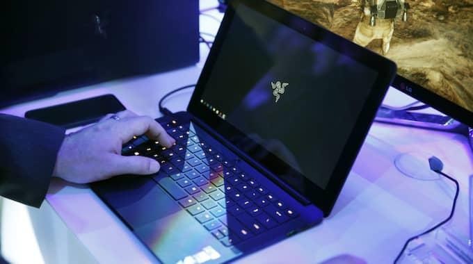 Även bärbara datorer i handbagaget ligger pyrt till om kravet blir verklighet. Foto: John Locher / AP TT NYHETSBYRÅN
