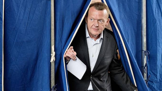 Danska statsministern Lars Løkke Rasmussen behöver förhandla med oppositionen för att få igenom sin budget. Foto: NILS MEILVANG / AFP SCANPIX DENMARK