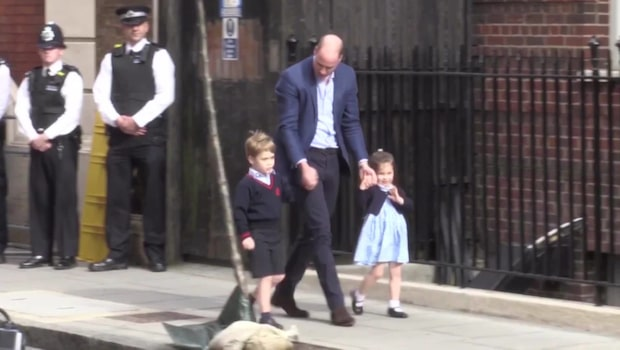 Se supersöta Charlottes prinsess-vinkning