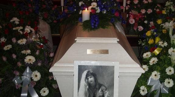 Den 26 juni begravdes Annie - två år efter sin död. Nu hopppas familjen få klarhet i vad som hänt, så de kan tillåtas genomgå en normal sorgeprocess. Foto: Privat