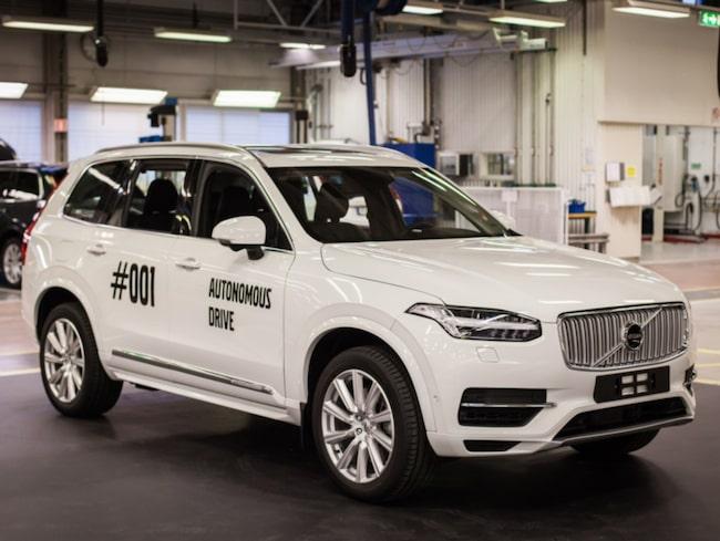 """Volvos första """"Drive Me""""-bil, en XC90 har rullat av tillverkningsbandet."""