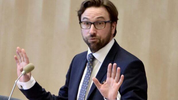 """Fredrik Malm (L): """"Egentligen svänger vi inte"""""""