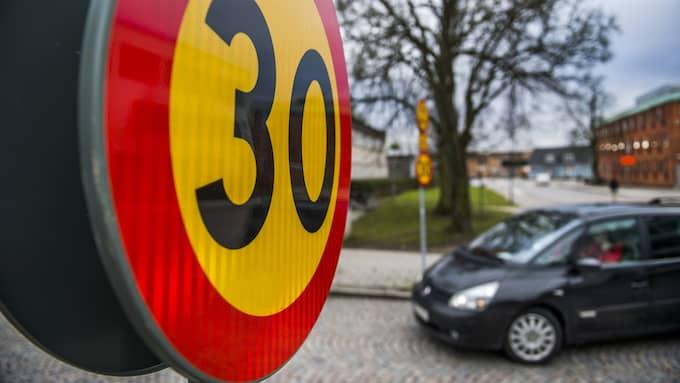 30-skyltarna kommer bli en vanligare syn i centrala Göteborg. Foto: Emil Langvad / TT