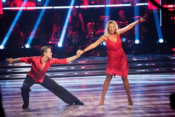 """Martina Haag säger sig ha dansafasi, men så länge hon gör sitt bästa står hon ut med att utsätta sig för juryns och folkets tyckande. Här med Tobias Bader i """"Let´s Dance"""". Foto: OLLE SPORRONG"""