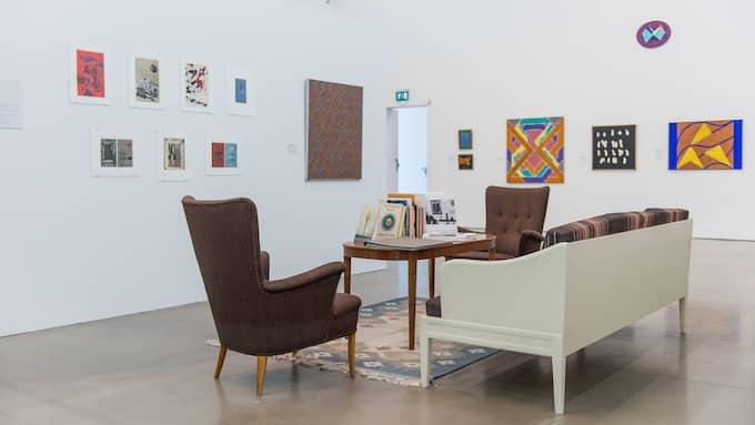 Utställningen med konst från 1947-1987 innehåller 170 verk från 86 konstnärer, och hänger till vardags på Albert Bonniers förlag. Foto: Tomas Sinkevičius, Bonniers Konsthall