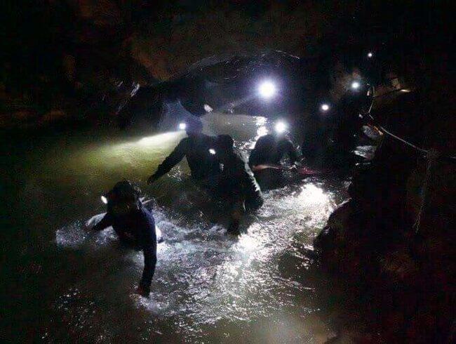I somras pågick ett stort räddningsarbete i en av grottorna i området.