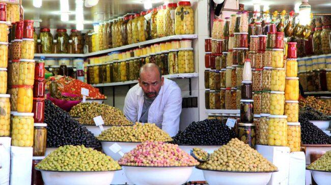 Olivförsäljare i souken.