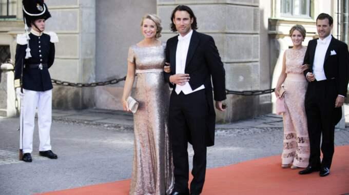 Bästa väninnan Olivia Rehn bar den fantastiska klänningen när hon tillsammans med Fredrik Olofsson gästade prinsparets bröllop 2015. Foto: Anna-Karin Nilsson