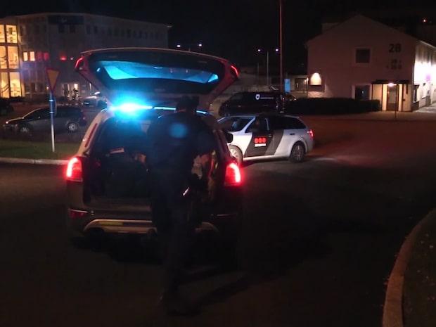 Stor insats efter sprängning vid polishus