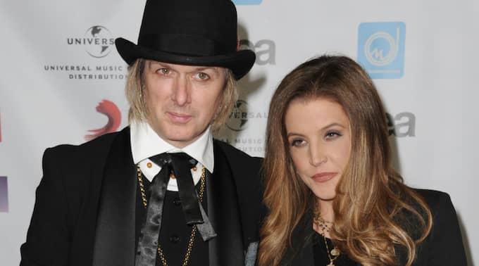 Lisa Marie Presley och Michael Lockwood. Foto: Katy Winn / AP TT NYHETSBYRÅN
