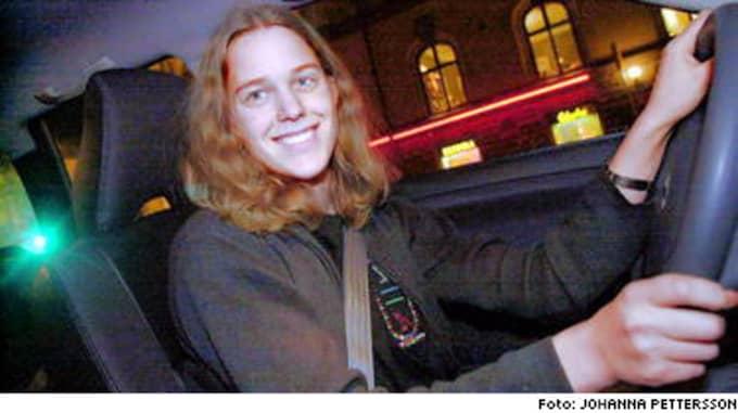 Körskoleeleven Anna Lindstrand, 19, tror inte blondiner kör bättre än andra.