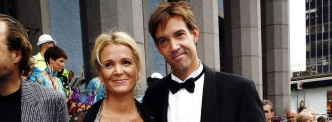 Sambos. Kattis Ahlström och kärleken Magnus Larsson har tillsammans sex barn från tidigare förhållanden. Foto: Cornelia Nordström