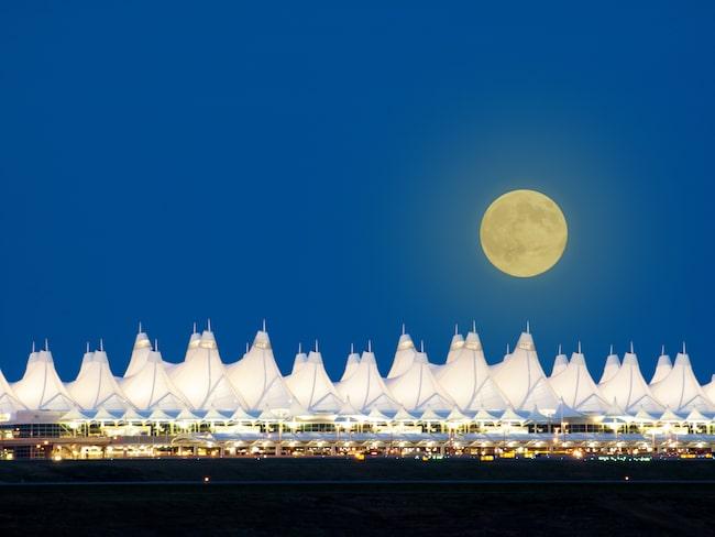 Denver International Airport i USA omgavs av rykten och konspirationsteorier redan innan den öppnade 1994.