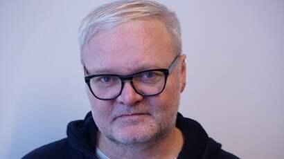 Lars Backe Madsen, norsk författare.