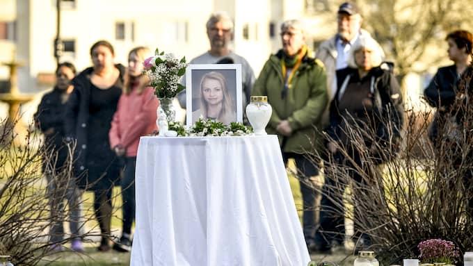 Ljusmanifestation för 19-åriga Tova Moberg i Iggesund. Foto: ALEX LJUNGDAHL