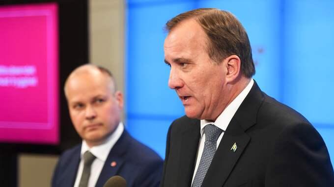 – Vi ska visa att samhället alltid är starkare än gängen, säger statsministern efter besöket i Östberga med justitie- och inrikesministern. Foto: FREDRIK SANDBERG/TT