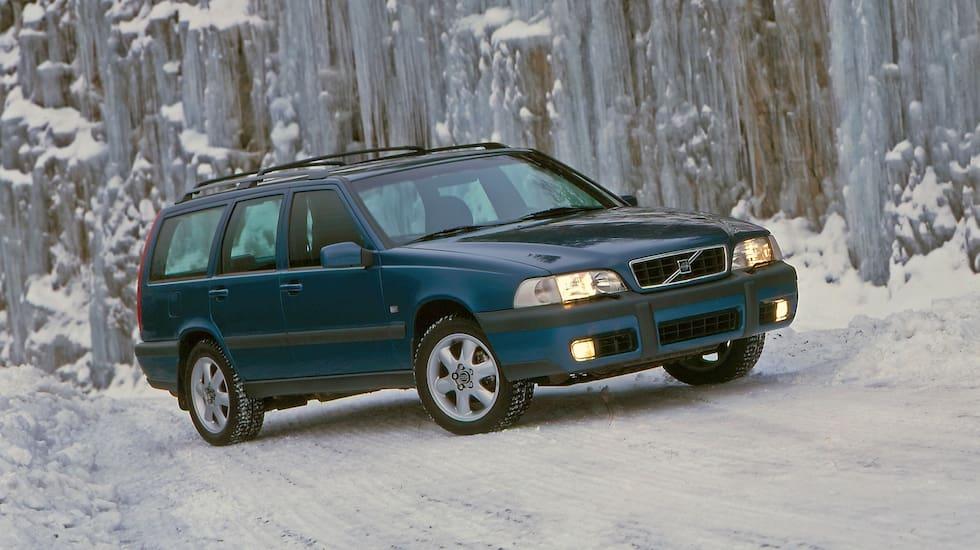 Succén Volvo V70 XC banade väg för friluftsbilar