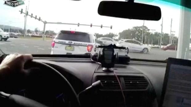 Rånaren kraschar – rakt in i polisbilen