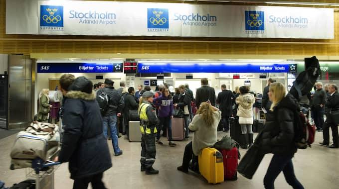 Det var stora förseningar på Arlanda under måndagseftermiddagen. Expressen träffade fem resenärer och frågade om hur de drabbades. Foto: Tommy Pedersen