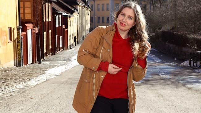 """Sarah Nilsson satte upp en föreställning om högkänslighet för att höja känslornas status. Den hade premiär våren 2014 och spelade för fulla hus året ut. """"Jag driver med mig själv fullt ut, för att i slutet omfamna mig själv kärleksfullt."""""""