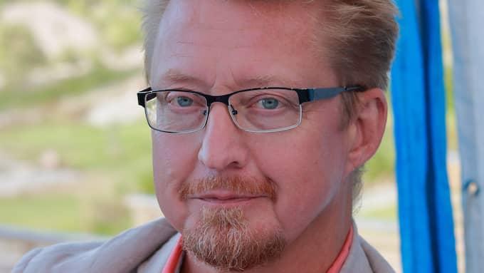 Mikael Thörnqvist är journalist och författare. Medlem av Glöm aldrig Pela och Fadime.