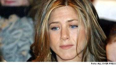 Nu avslöjas det att skådespelerskan Jennifer Aniston var gravid med Brad Pitt - men fick missfall, strax innan han gick vidare till Angelina Jolie.