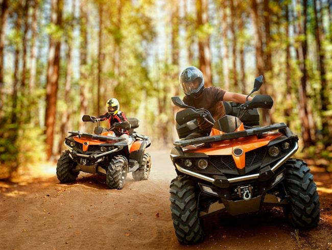 Fyrhjuling kan vara ett hjälpmedel i jord- och skogsbruk eller en källa till fartfylld hobbyåkning.
