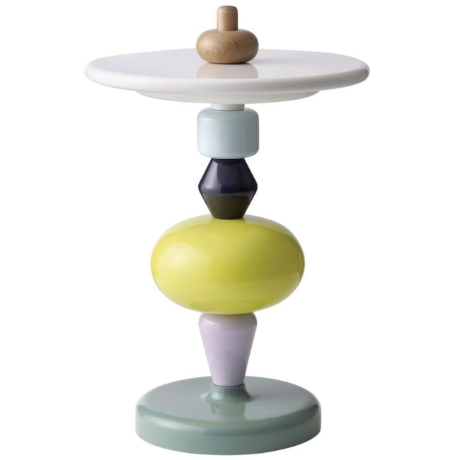 Staplat. Design Mia Hamborg. Plocka ihop färgglada svarvade träklossar till ett unikt bord, Shuffle table. 45 centimeter i diameter, 3 995 kronor, &Tradition.