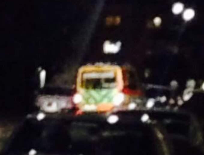 Här lämnar ambulansen platsen efter skjutningen. Foto: Markus Hankins