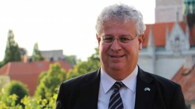 Terrorism måste fördömas och bekämpas oavsett var den inträffar och vilka offren är. Men just nu verkar Sverige strunta blankt i den terrorism som riktas mot israeliska civila, skriver Israels ambassadör Isaac Bachman. Foto: Privat.